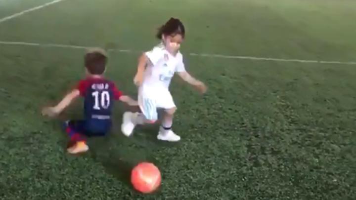 Youtube Nina Que Fue Viral Jugando Futbol Es Un Nino Gimnasta Irani