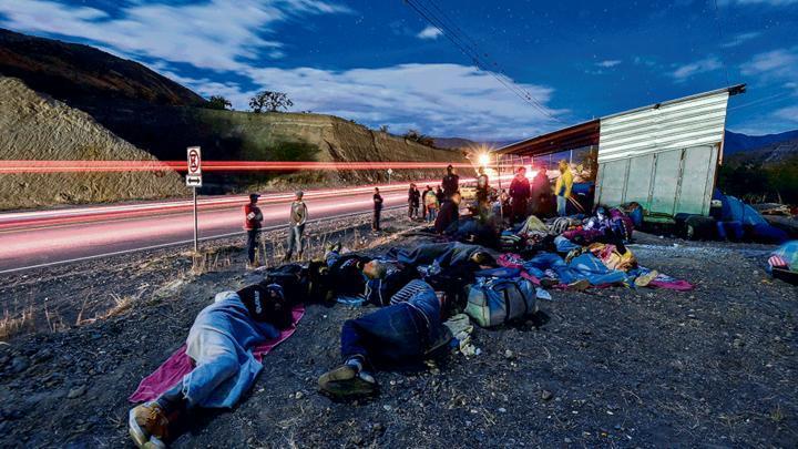 Sufrimiento. Cientos de venezolanos acampan en frontera de Perú y Ecuador en su travesía por llegar a nuestro país. A diario ingresan entre 2.500 y 3.000 al Perú, vía terrestre.