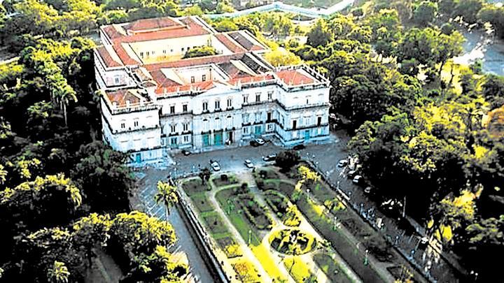 Majestuoso. Hermoso edificio. Museo se fundó en 1818.