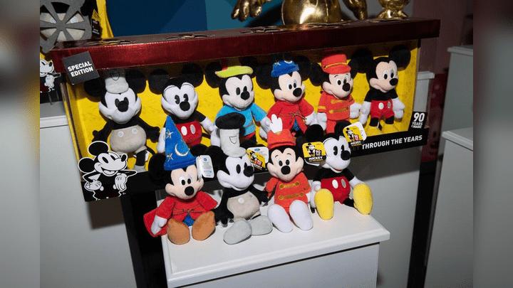 Peluches de Mickey a través del tiempo