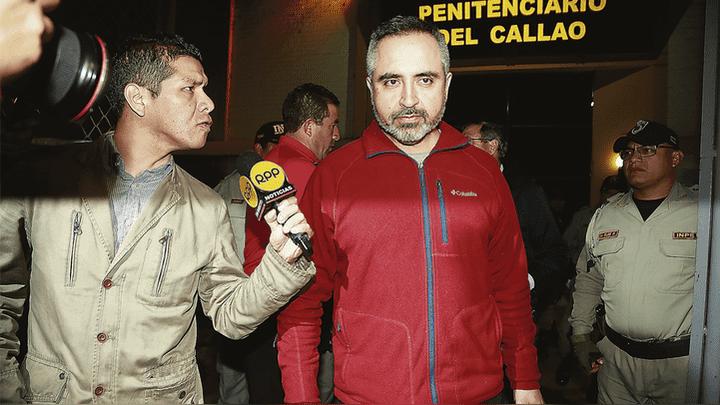 """Liberado. Jorge Tobar lucía cansado pero feliz. """"Solo quiero reunirme con mi familia"""", alcanzó a decir antes de subir a un auto que lo llevó hacia San Borja."""