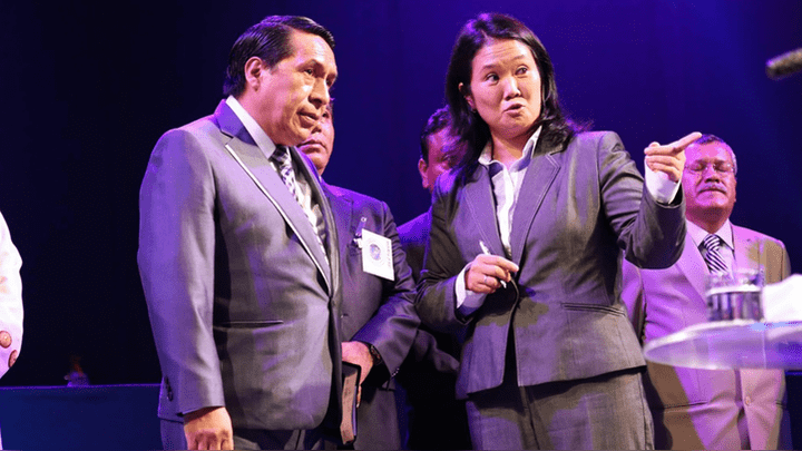 Keiko Fujimori y el pastor Alberto Santana en un compromiso con la sociedad.