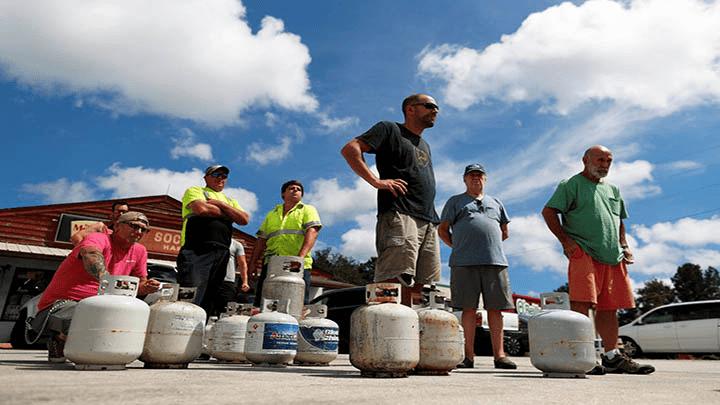 Residentes de Carolina del Norte y Carolina del Sur se lanzaron a la búsqueda de suministros ante la inminente llegada del huracán Florence