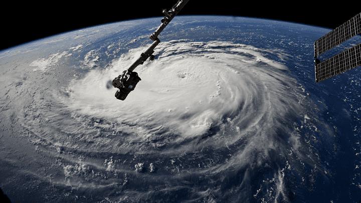 Vista espacial del poderoso huracán Florence que amenaza a Estados Unidos.