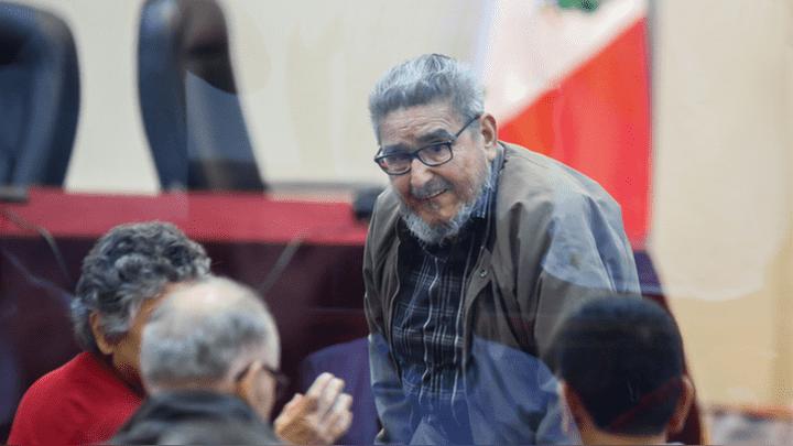 Abimael Guzmán durante juicio por atentado en Calle Tarata.