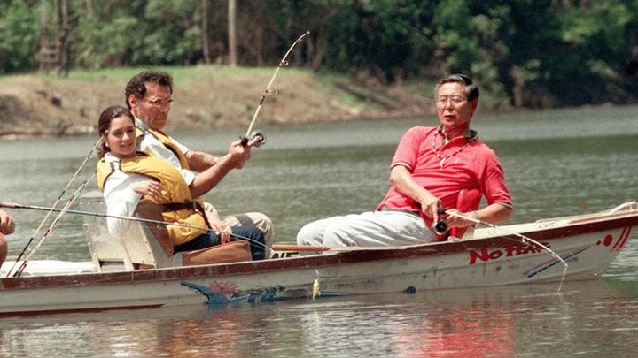 Durante la captura, el entonces presidente Alberto Fujimori estuvo pescando en la selva.
