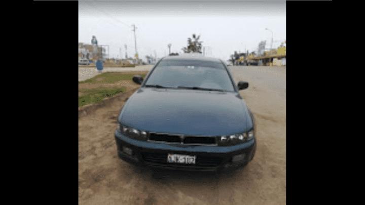 Vehículo intervenido por la policía presuntamente usado en atraco