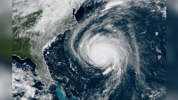 Esta fotografía publicada por la NOAA muestra la ubicación del huracán Florence frente a la costa del sureste de EE.UU. este 12 de septiembre.