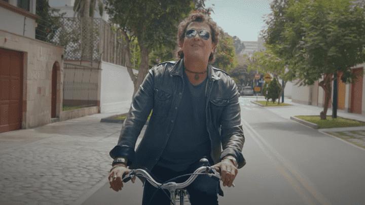 En el videoclip de 'Mañana' vemos a Carlos Vives montando bicicleta. Foto: Captura YouTube.
