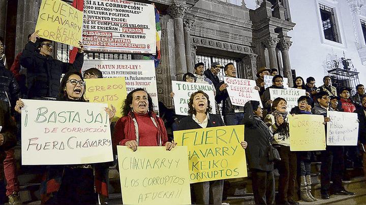Plantón. En la puerta de la Fiscalía, los manifestantes demandaron acciones inmediatas.