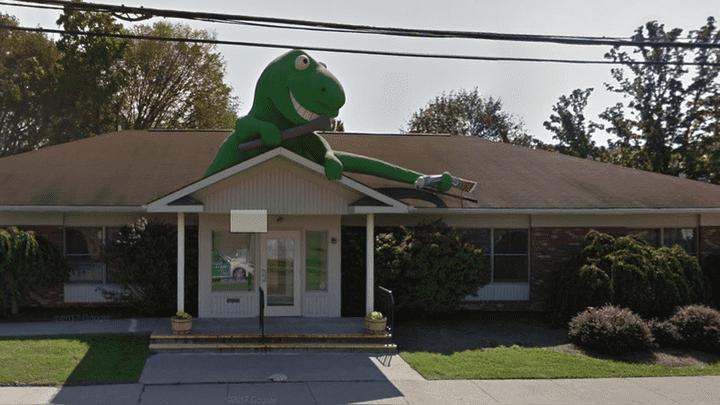 Gigante 'dinosaurio' causa el terror en Nueva York al ser hallado con el Street View