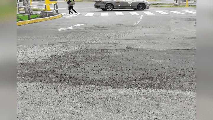 En esta foto de junio se aprecia el parche realizado en dicha pista.