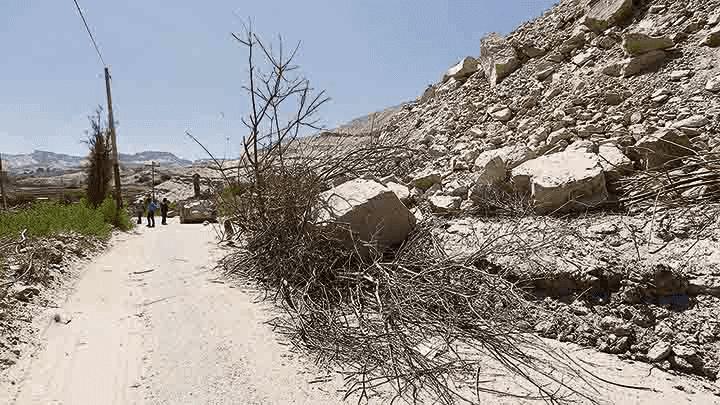 Efectos. Vía hacia poblado de Pie de la Cuesta (Vítor) sufrió caída de rocas que afectó parcialmente el ingreso.