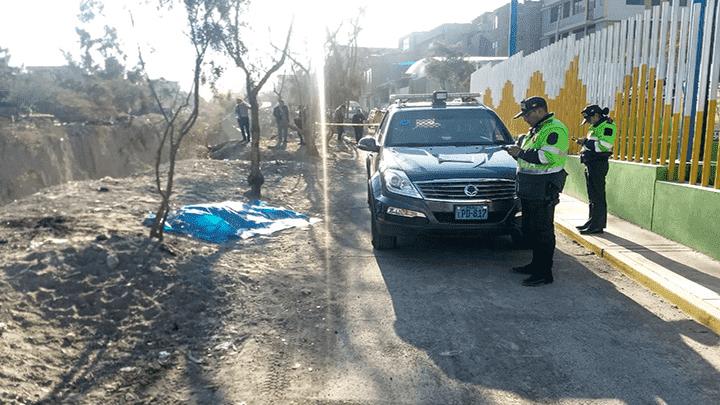 Vecinos encuentran cadáver de joven mujer tendido en calle de Arequipa.