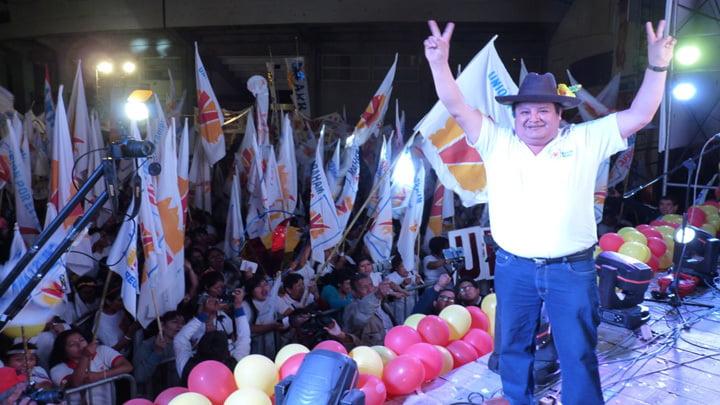 Candidatos organizaron mítines ante la presencia de sus simpatizantes.