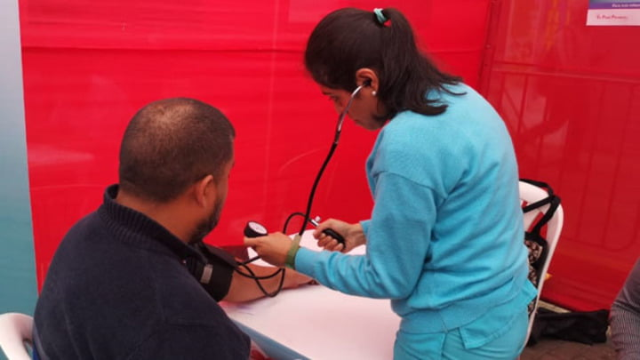 Un persona con hipertensión corre más riesgo de un infarto cerebral.