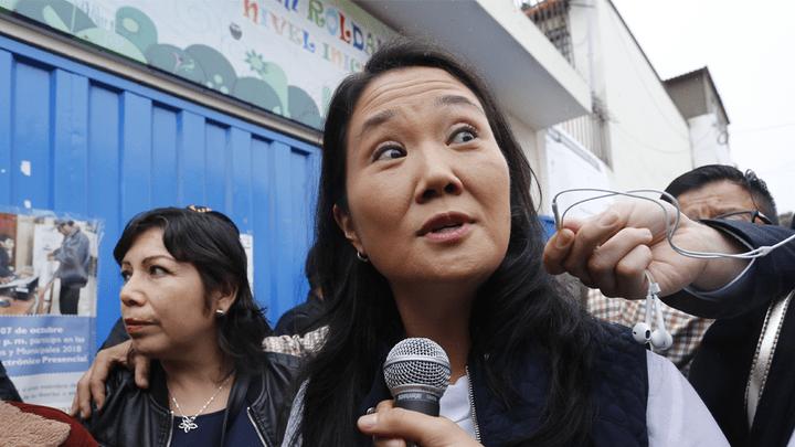 Keiko Fujimori votó en un colegio de Santiago Surco