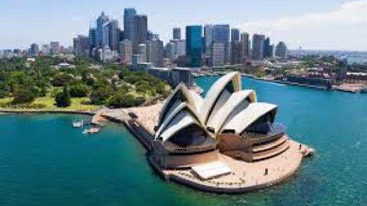 10. Australia ofrece una buena calidad de vida laboral a sus habitantes. En un año, se podrían trabajar 1.669 horas, es decir, 32 horas semanales.