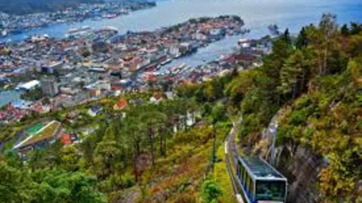 3 Noruega:  Hasta el 2016 la jornada era de 1.424 horas.  En una semana se trabajarían 27 horas en promedio.
