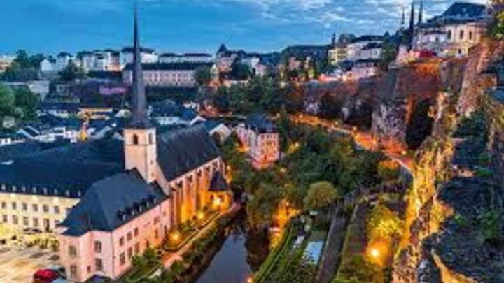 6 Luxemburgo, ubicado en Europa central, se trabaja, en promedio, unas 1.512 horas al año. Es decir, unas 29 horas a la semana.