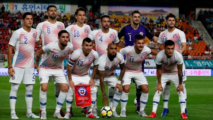 Selección chilena llamó de emergencia a mediocampista para amistoso contra Perú.