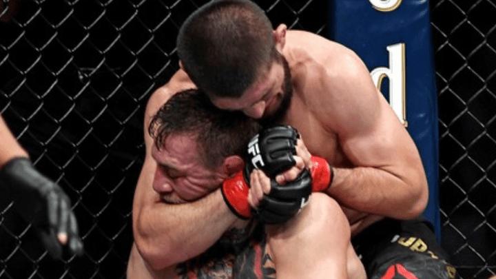 Khabib Nurmagomedov humilló a Conor McGregor durante la pelea.