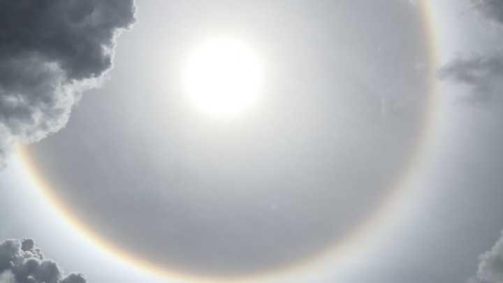 El cielo de Urcos, recibe con una hermoso halo solar. Foto: Felipe Murillo.
