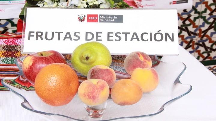 Las frutas y verduras frescas de estación porque son más económicas.