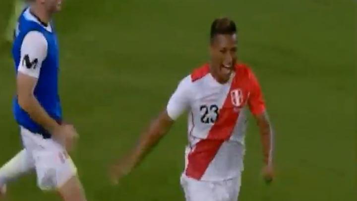 Pedro Aquino ingresó al minuto 74 y solo le bastó 10 minutos para anotar su primer doblete con la Selección Peruana.