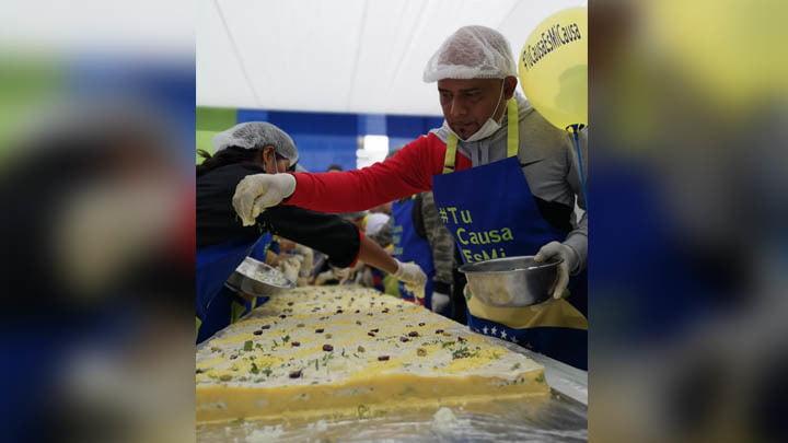 Peruanos y venezolanos se unieron para preparar más de 500 porciones de causa en Tacna [FOTOS Y VIDEO]